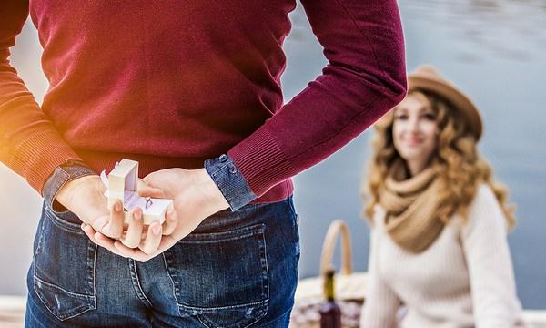 wedding-proposal-couple-marriage-love_1516818680408_336503_ver1-0_32611112_ver1-0_640_360_720172