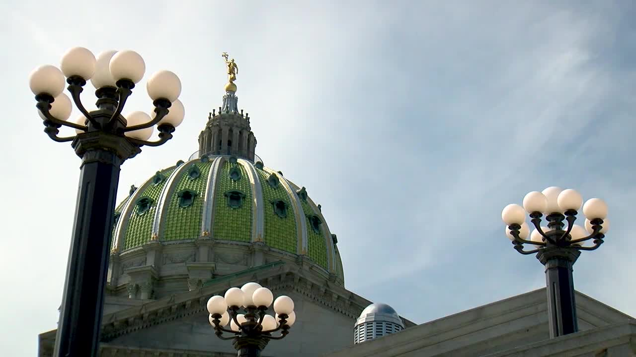 pennsylvania_state_capitol_building_1_723977