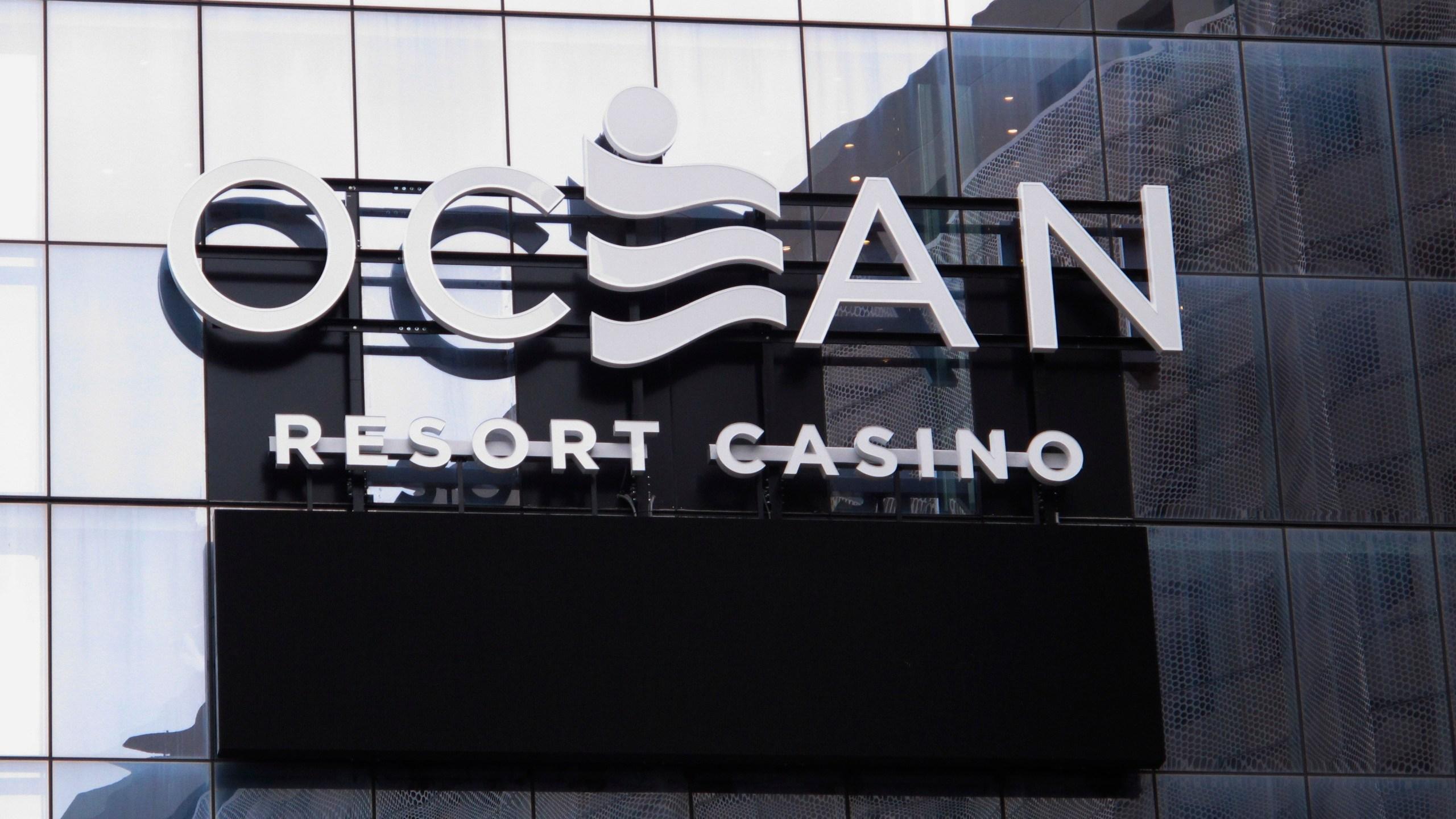 Atlantic_City_Casinos_Early_Opening_51282-159532.jpg14666154