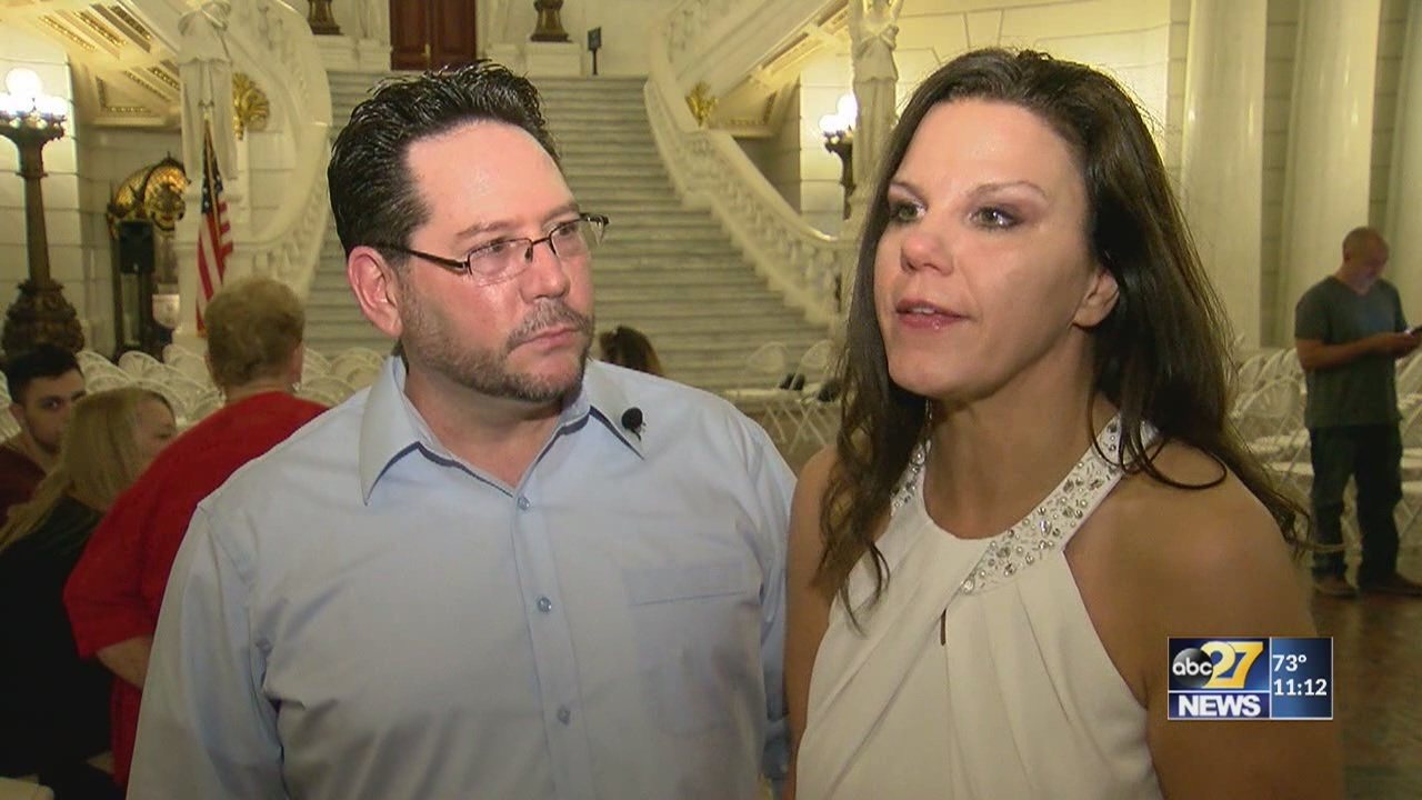 Couples getting married at the Pennsylvania Capitol for elegance, affordability