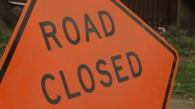 road_closed_sign_566680