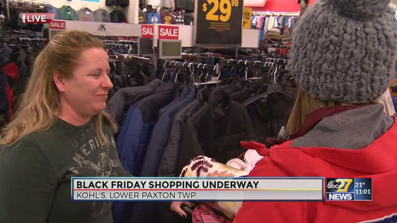Shoppers spend Thanksgiving night at Kohls