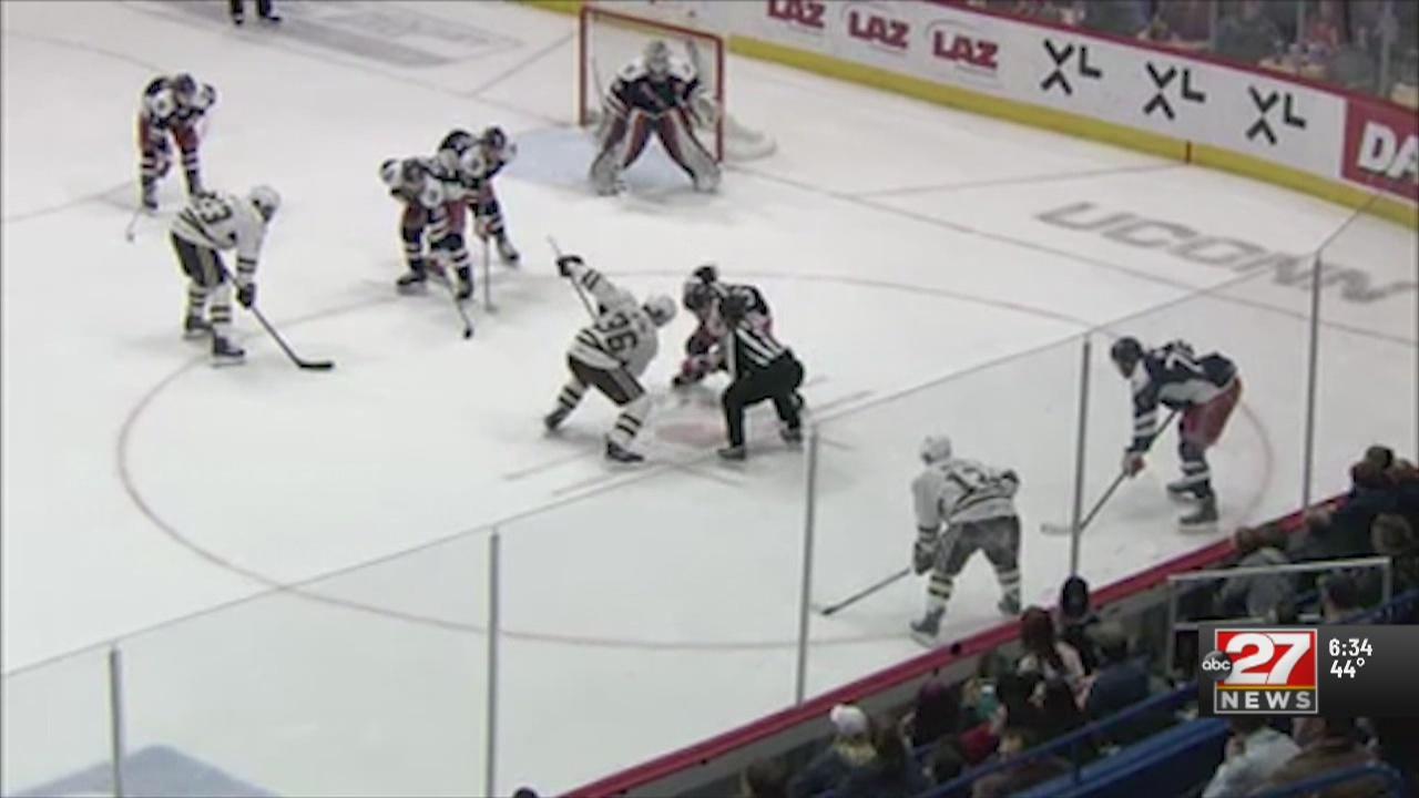Smith-Pelley scores hat trick, Bears snap losing skid in Hartford
