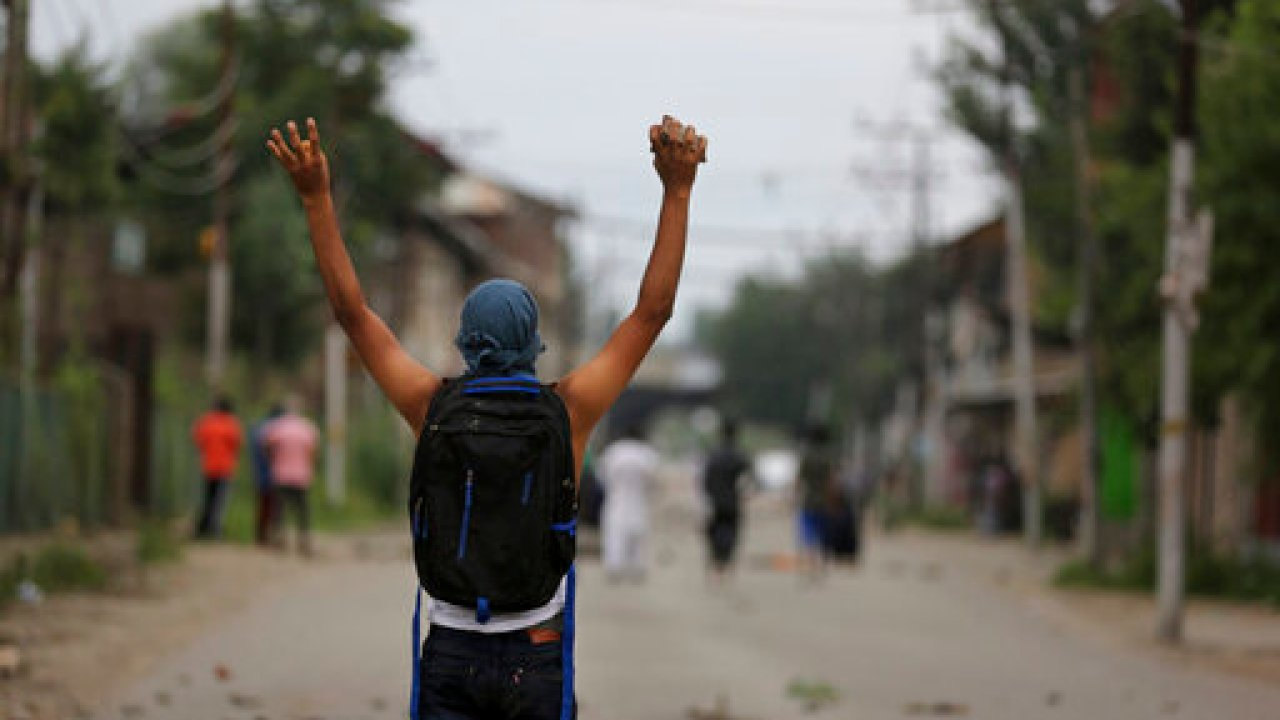 India Promises Easing Of Restrictions Food For Kashmir