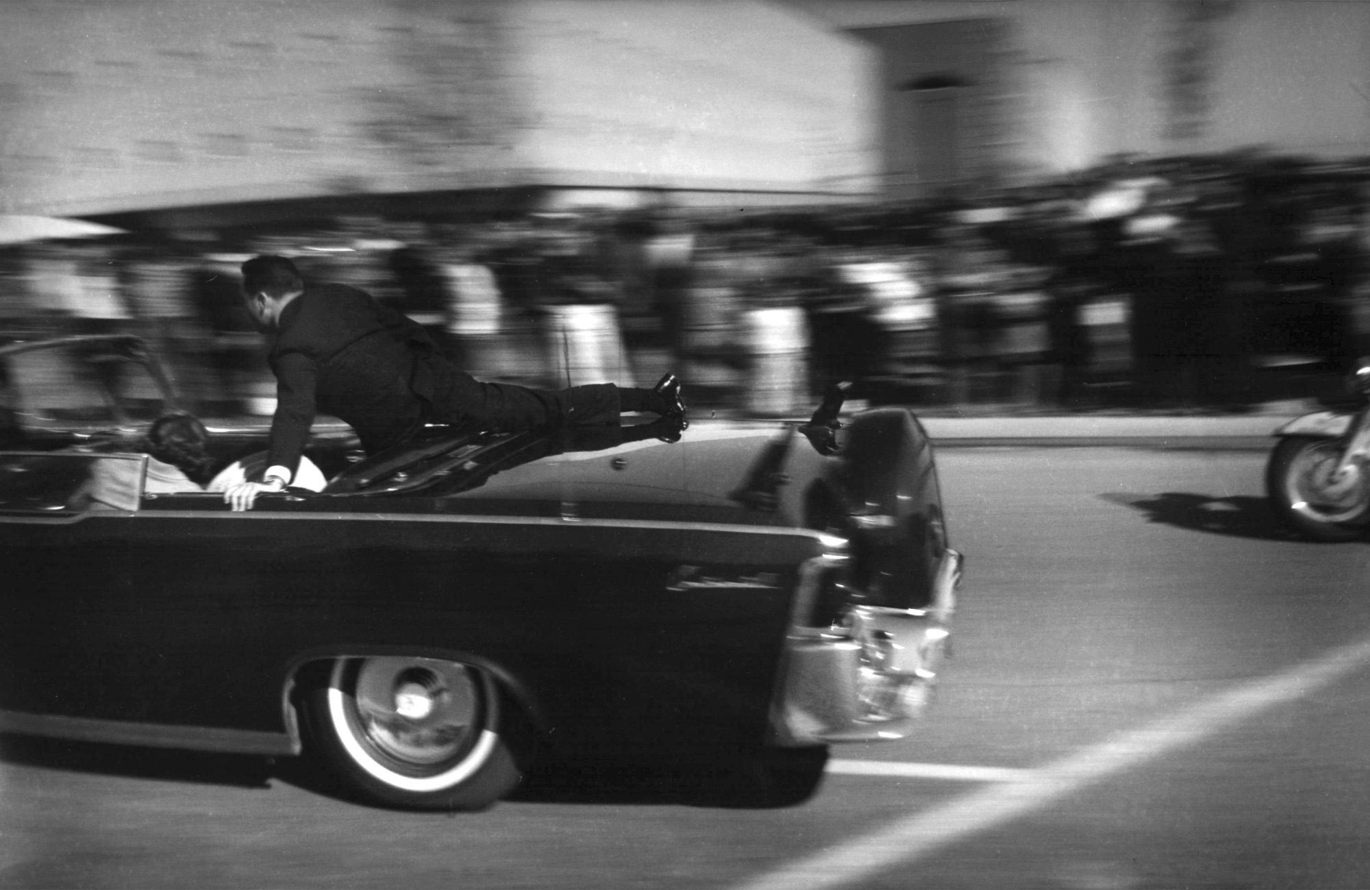John F. Kennedy, Jacqueline Kennedy, John Connally, Nellie Connally, Clinton Hill