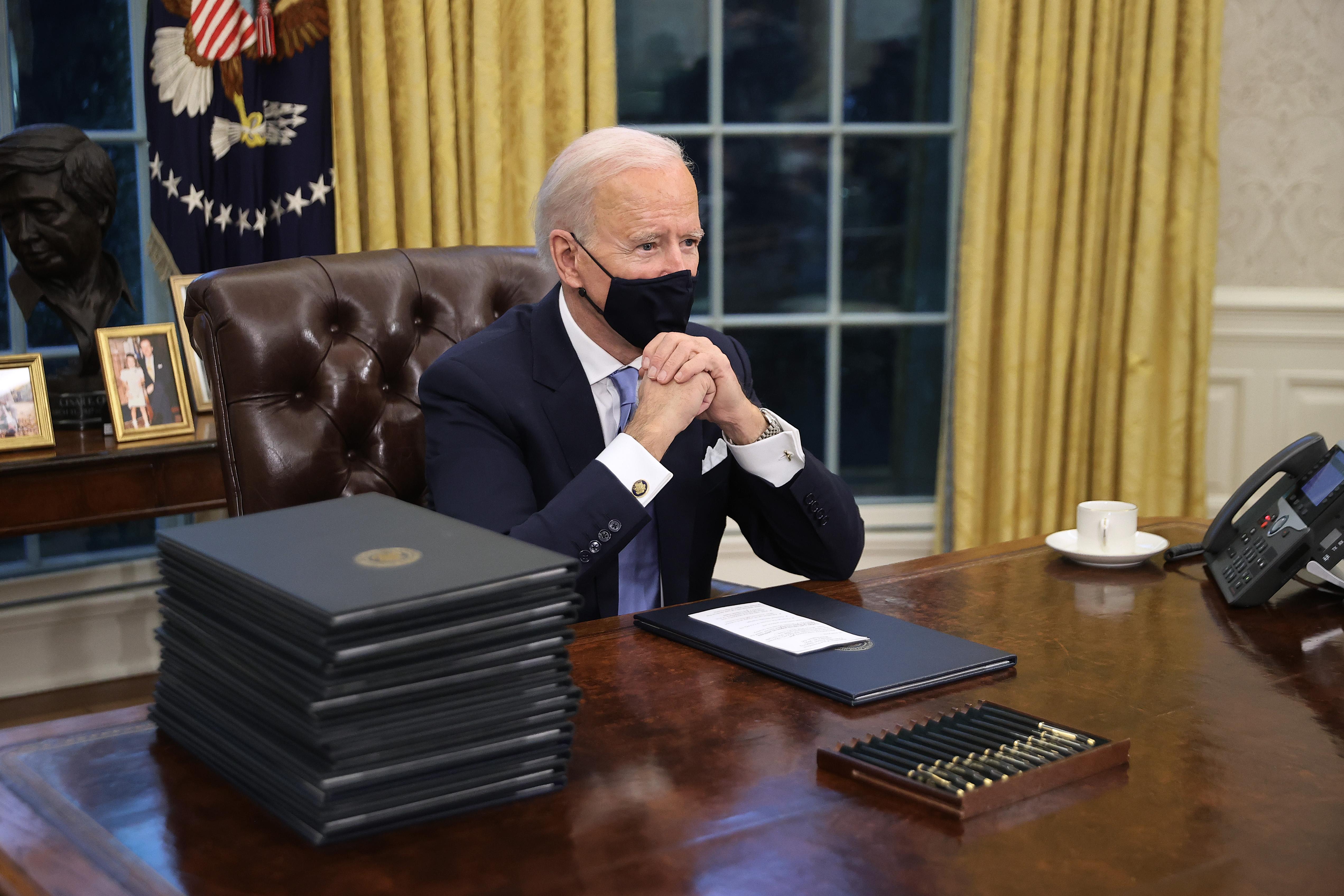 What S Inside President Biden S Oval Office Abc27